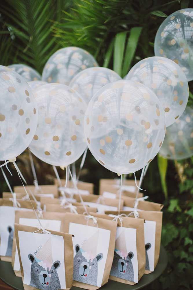Todo o charme das sacolinhas de papel decoradas com balões