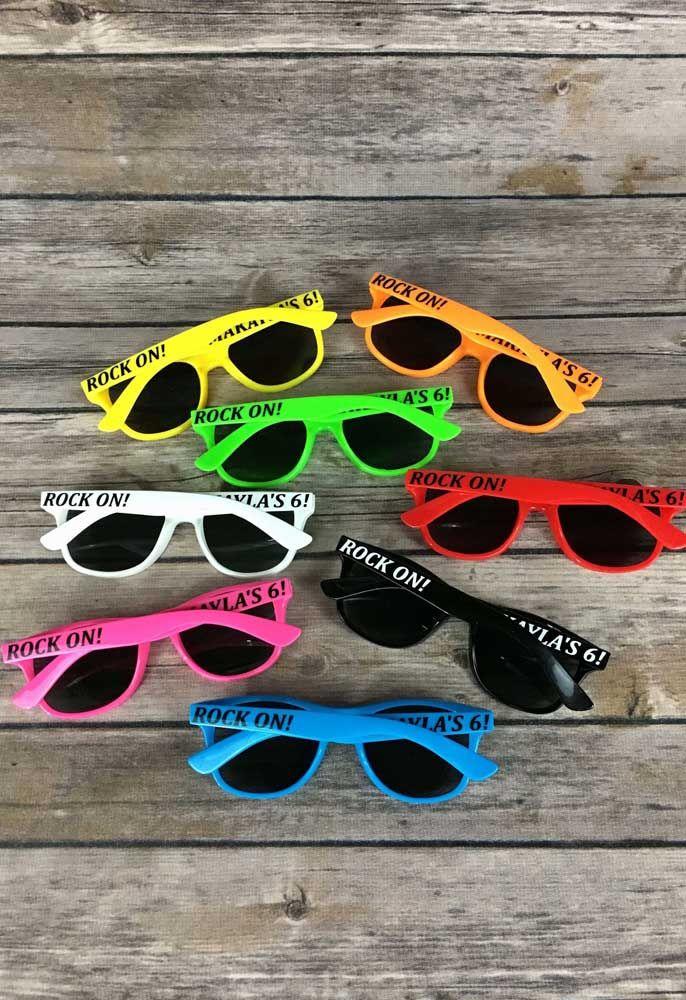 Óculos de sol, lembrancinha cheia de estilo para festa do seu filho ou filha
