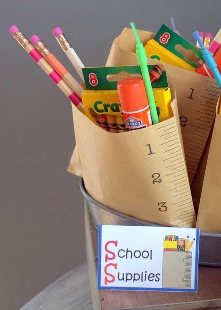 Kit escolar para as crianças brincarem de desenhar e pintar