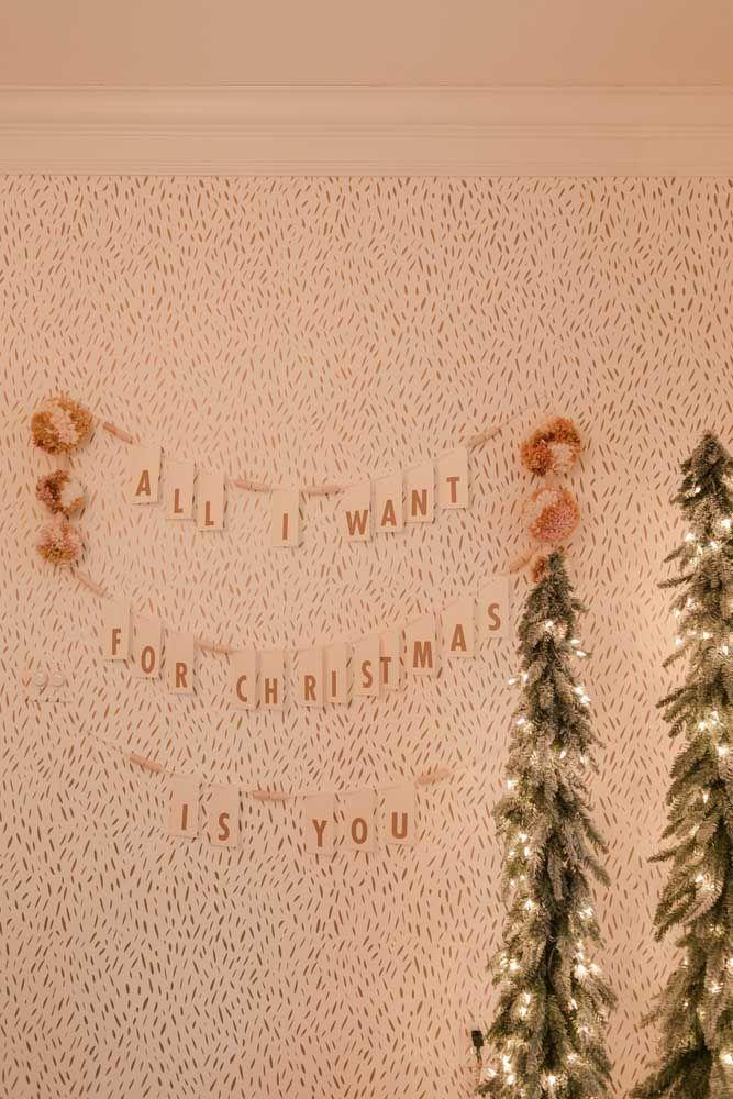 Junte letras e monte a mensagem de Natal que você quiser e coloque-a na parede
