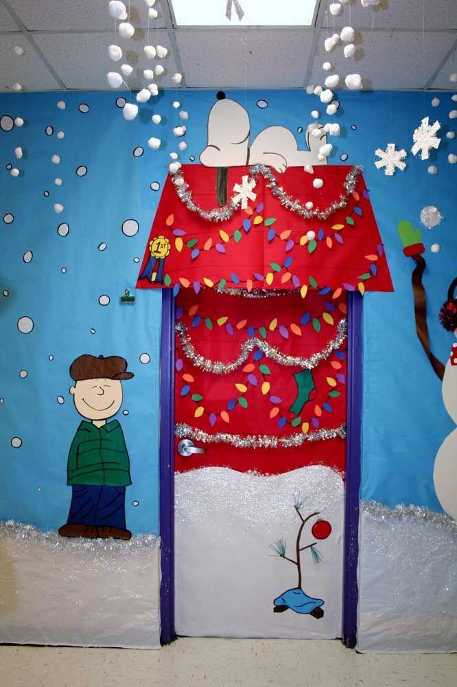 Já aqui são os personagens do desenho Snoopy que alegram o painel de natal