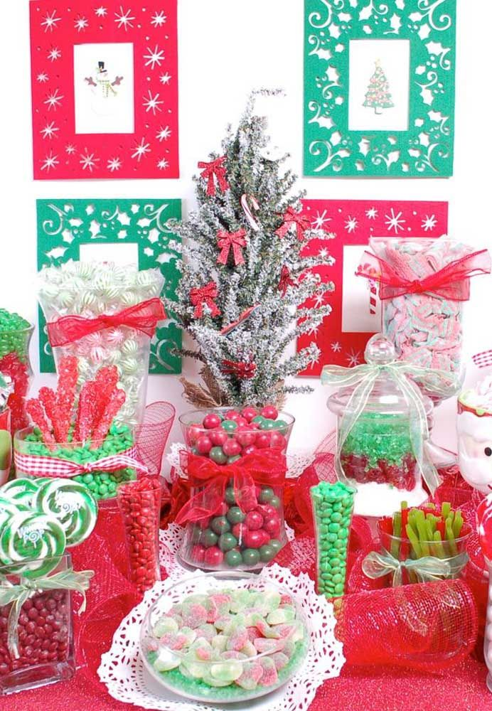 Para a mesa de Natal ficar ainda mais bonita faça um painel atrás dela