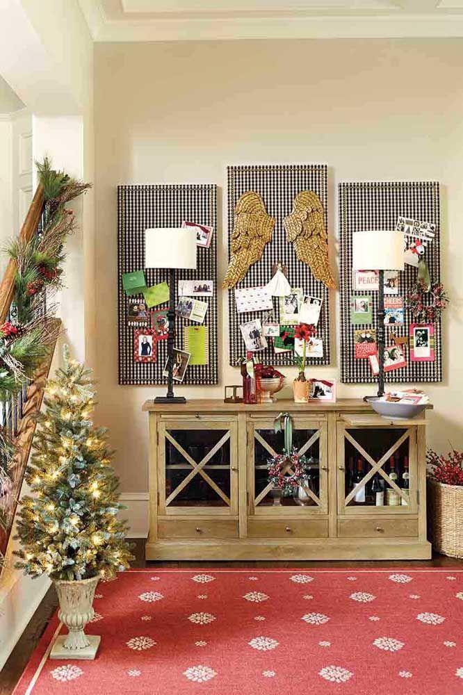 E o que acha de usar fotos para montar o painel de natal? Um modo de relembrar os bons momentos vividos no ano