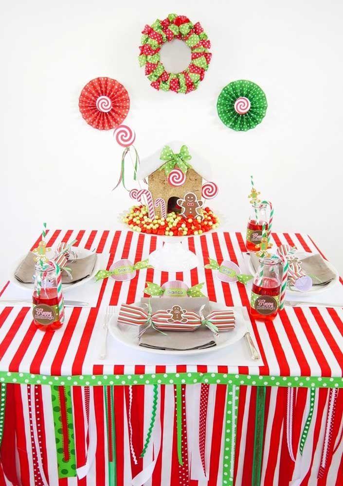 Um painel simples, mas bem vindo para reforçar a decoração da mesa de natal
