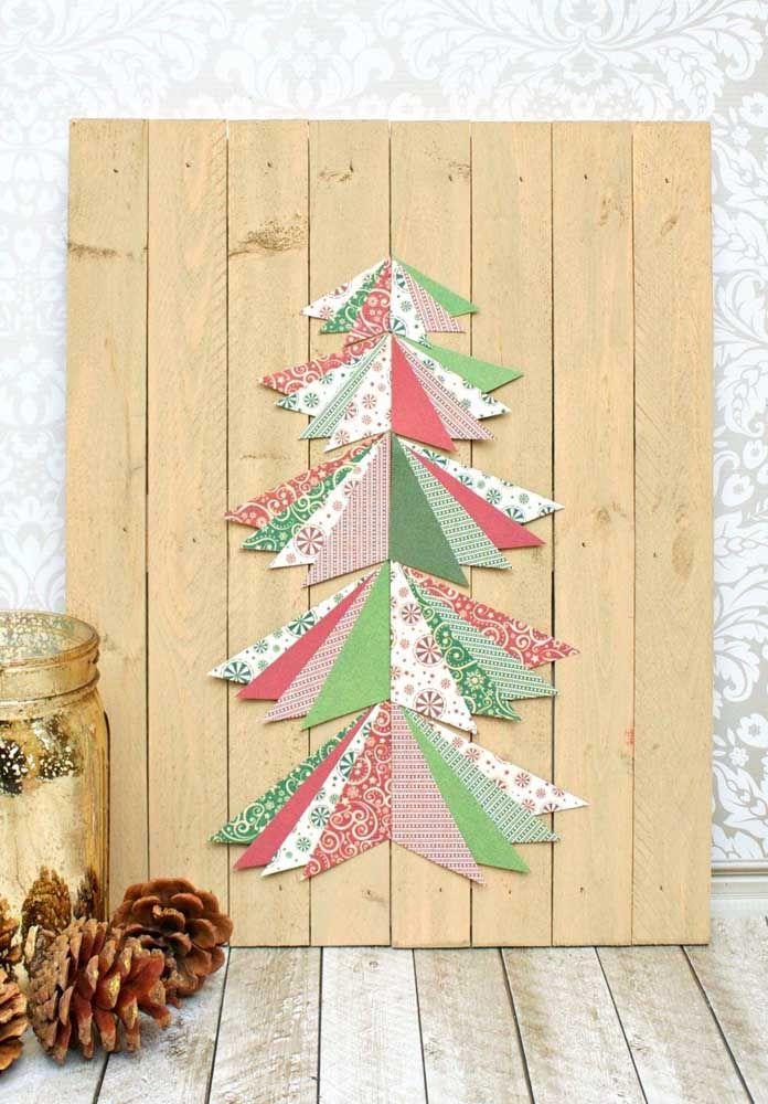 Não sabe o que fazer com os retalhos de tecido que tem em casa? Uma árvore de Natal para o painel