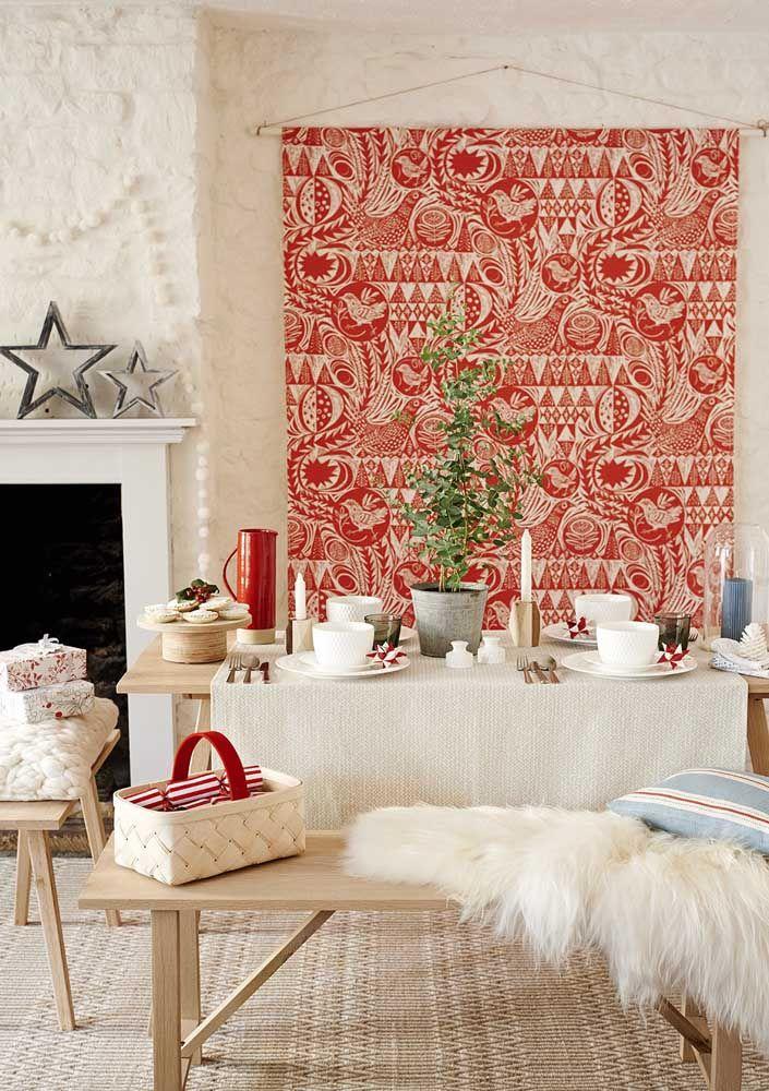 Aqui só o pano vermelho e branco já foi suficiente para garantir o clima natalino da festa