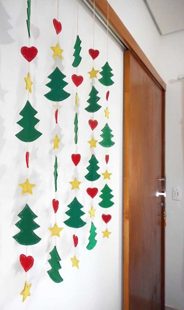 A cortininha de árvores, corações e estrela também é uma ótima pedida para decoração de natal