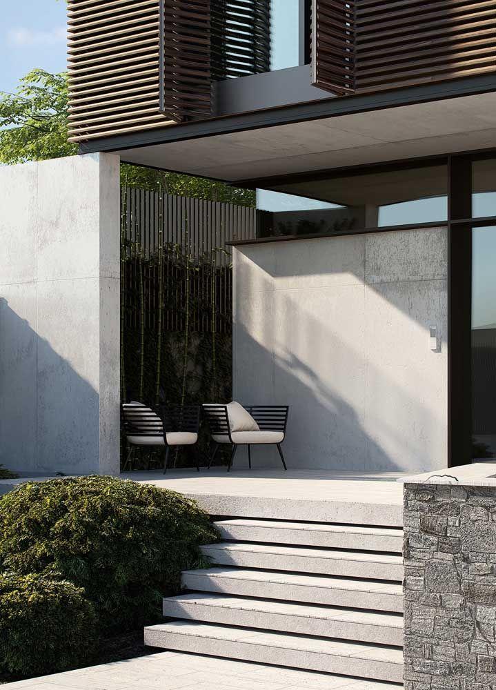 Revestimento de madeira combinado ao concreto aparente: dupla perfeita para quem busca uma frente de casa moderna e aconchegante