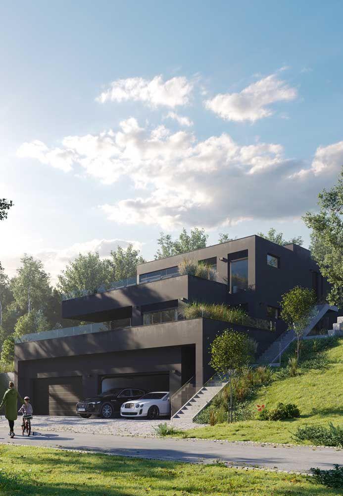 A cor marrom dessa casa de três andares traz imponência para fachada