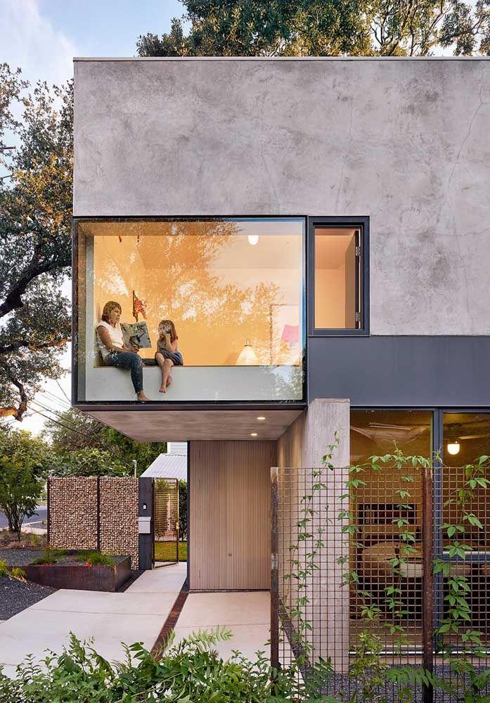 O despojamento do concreto e vidro evidencia o estilo dos moradores