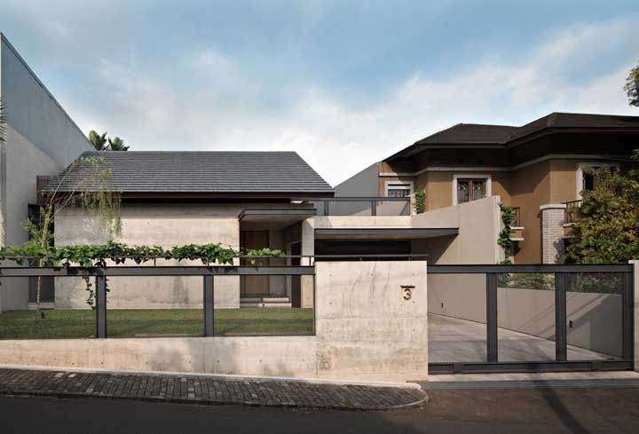 Frente de casa simples, mas sem abrir mão de uma estética agradável e admirável