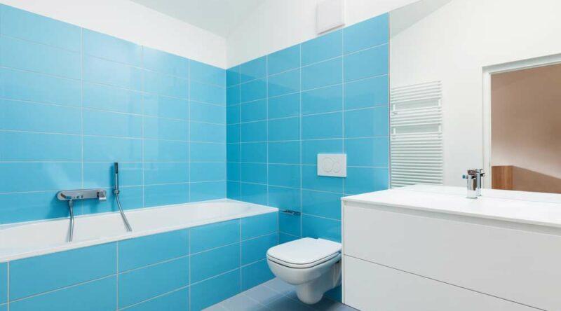Como limpar banheiro: veja o passo a passo para cada parte