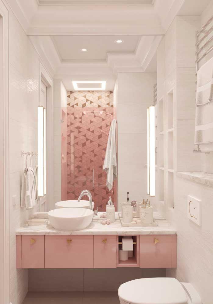 O tom suave, mas ainda assim quente e acolhedor, do cor de rosa quebrou a monotonia do branco
