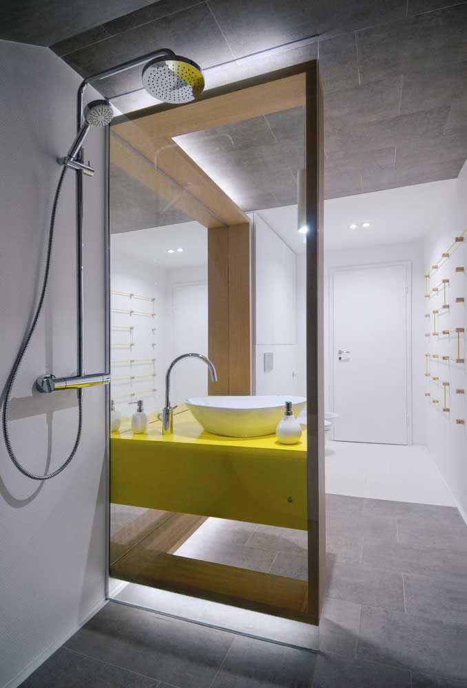 Quer uma cor quente moderna? Escolha o amarelo, especialmente quando ela vem combinada a elementos metálicos