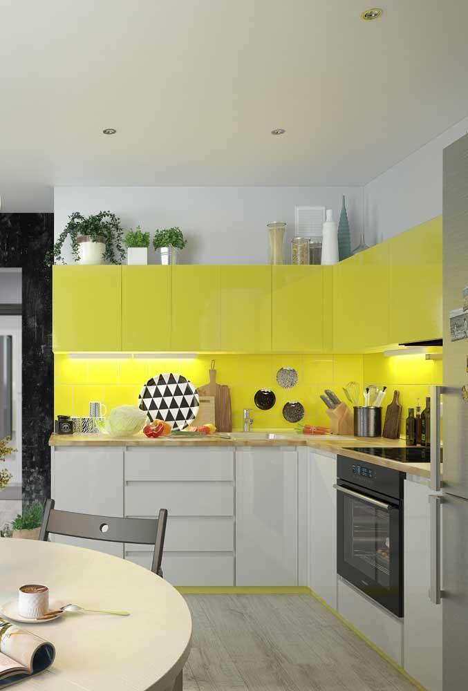 Na cozinha, o amarelo instiga o paladar e torna o ambiente mais receptivo