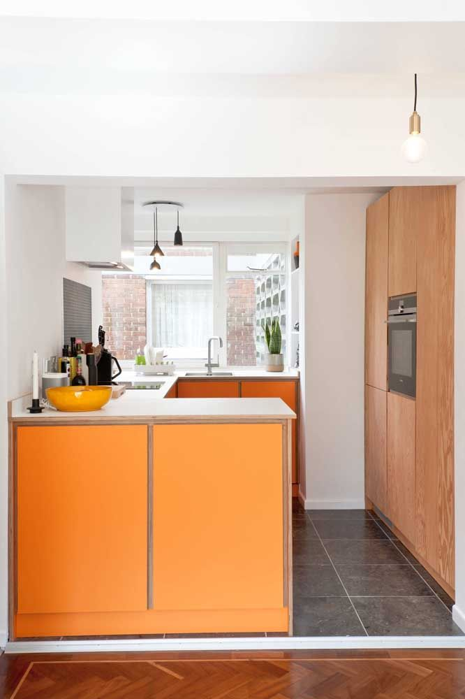 Cozinha laranja para estimular os sentidos