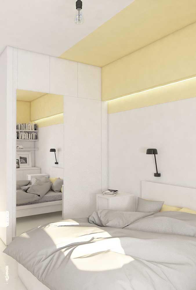 Para não carregar demais o quarto, a opção aqui foi usar um tom suave e delicado de amarelo, capaz de aquecer o espaço, mas sem pesar no visual