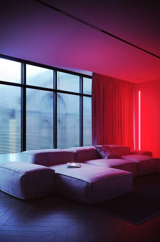 A luz vermelha deixa a sala mais 'quente' e propicia bons momentos de convívio com a família