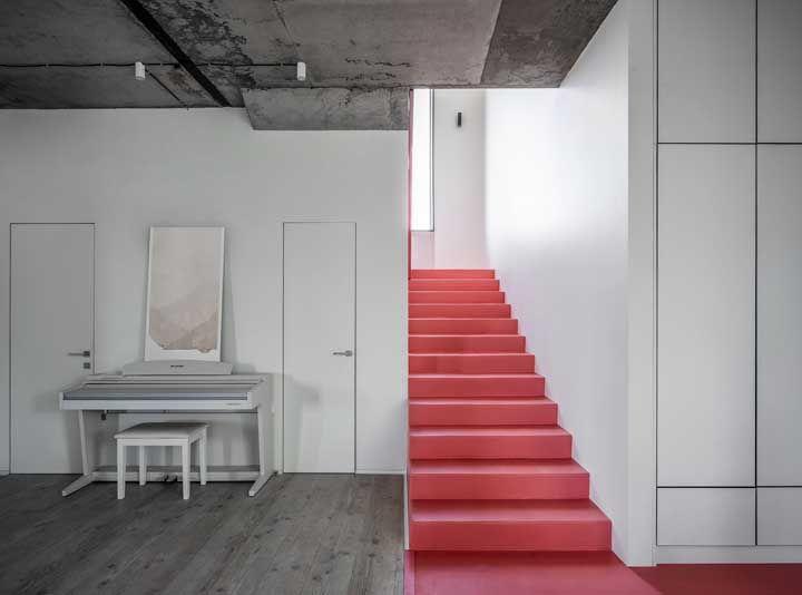 Quando você já não sabe mais o que fazer com aquele espaço neutro e sem graça da casa, busque socorro nas cores quentes