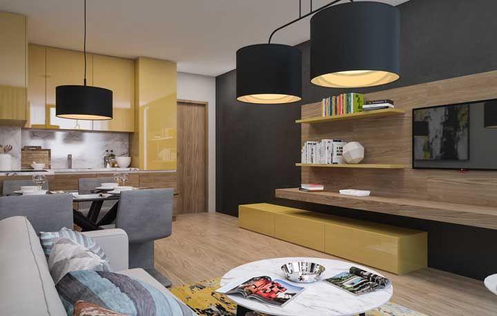 Para o ambiente integrado foram usados amarelo, cinza e preto intercalado com o tom amadeirado dos móveis