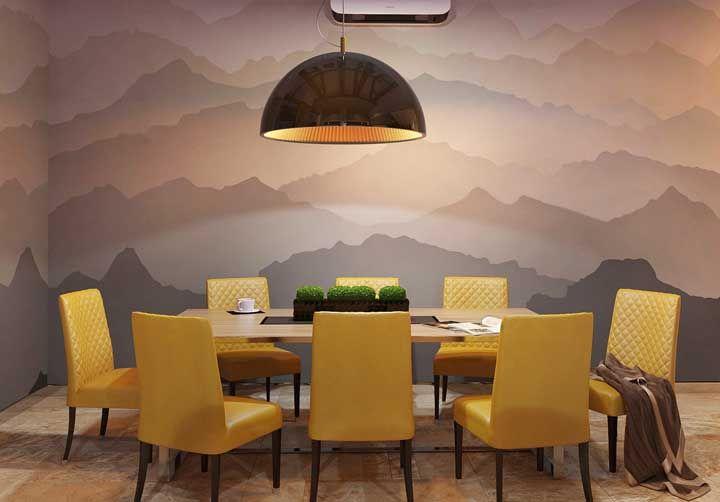 Cadeiras amarelas para deixar a sala de jantar pronta para receber os amigos e familiares no maior conforto