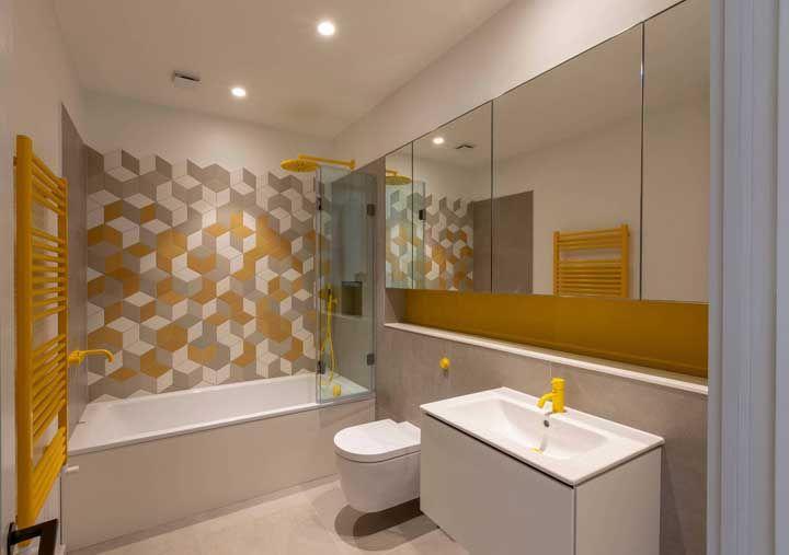 Mude o visual do seu banheiro aplicando detalhes em amarelo