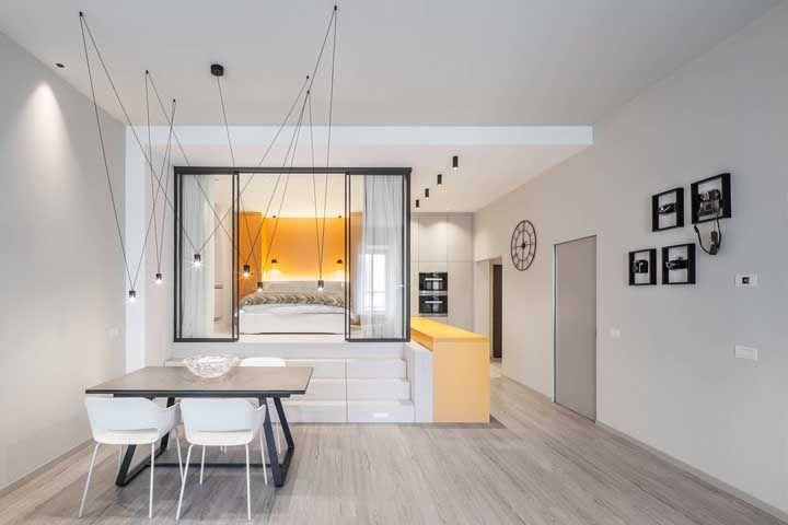 Construir um quarto sob uma base de marcenaria pode ser a melhor proposta para o seu apartamento