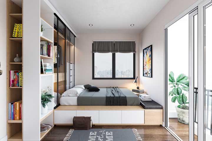 A proposta aqui foi montar o closet na parte de trás da cama