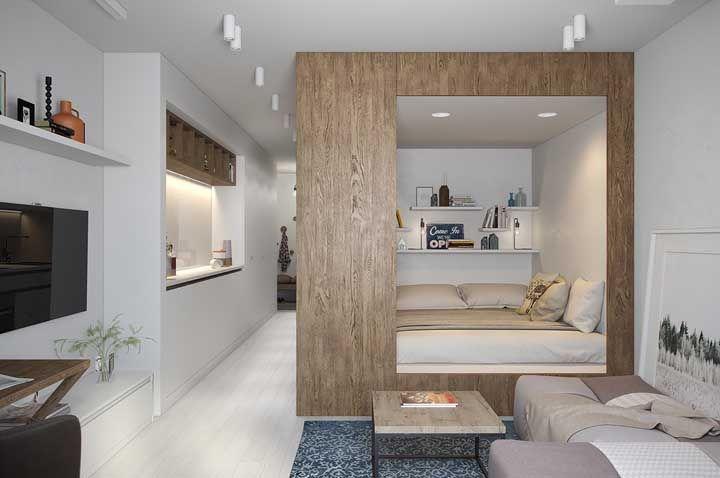 Para deixar o quarto destacado a proposta aqui foi criar uma moldura de madeira em torno dele