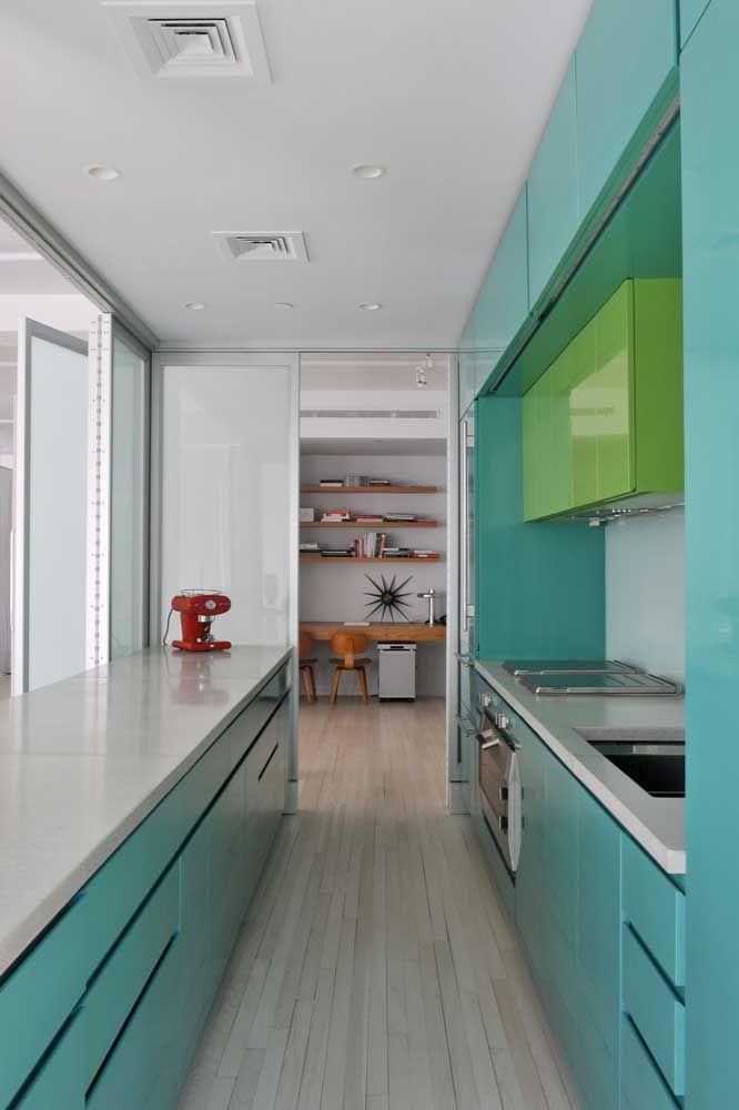 Gosta de azul? Então porque não montar uma cozinha todinha na cor?