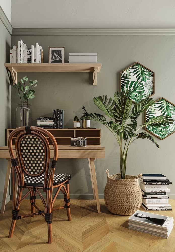 Nada como tons de verde, inclusive das plantas, unidos a tons de madeira para deixar o ambiente acolhedor e confortável