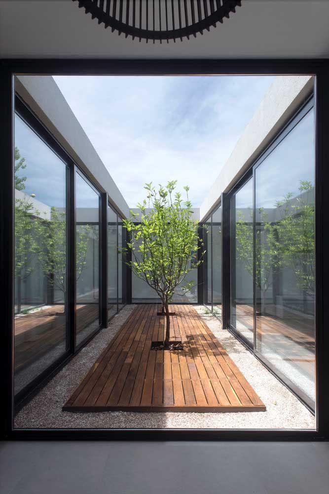 O deck de madeira deixa qualquer jardim de inverno mais valorizado