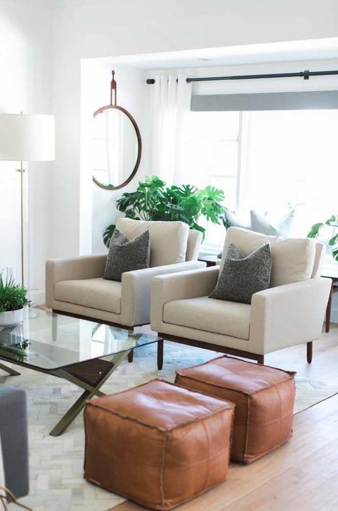 Puffs de couro combinam especialmente com propostas clássicas, sóbrias e elegantes de decoração