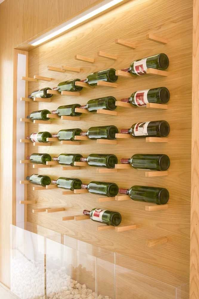 Painel de garrafas na parede