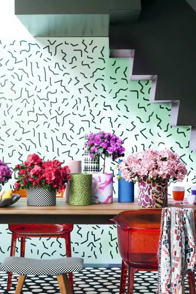 Porque ter apenas uma se podemos ter vários vasos de azaleia sobre a mesa de jantar?