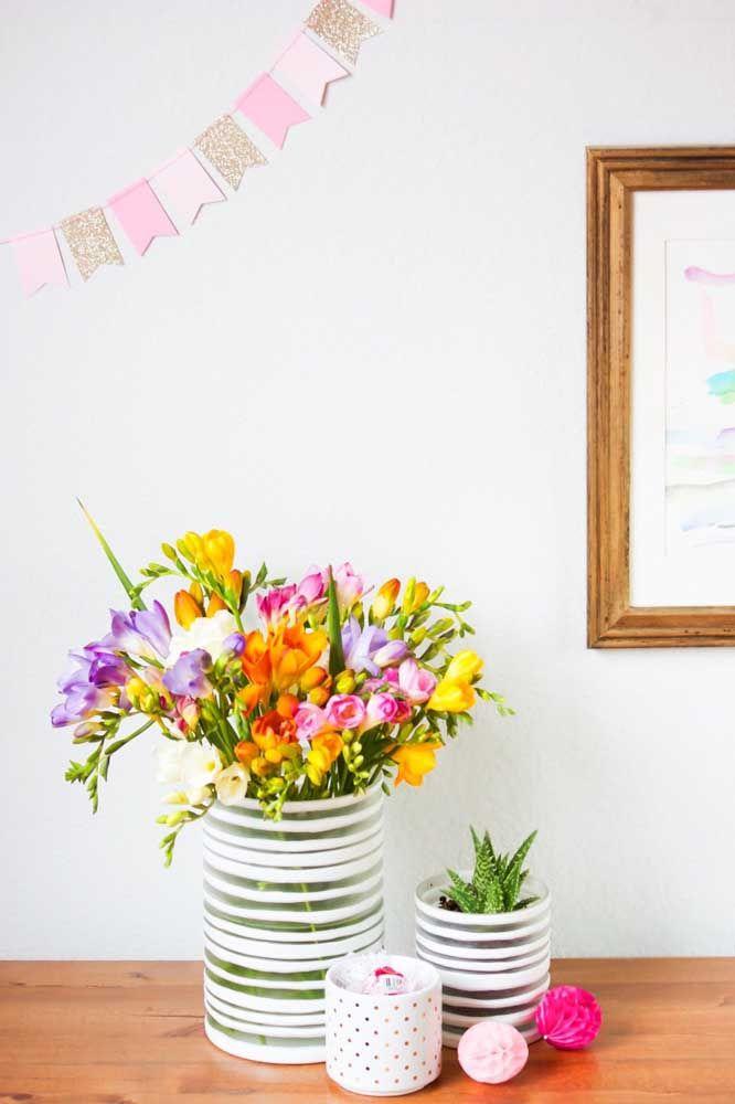 Arranjo simples e colorido de azaleias para alegrar a casa