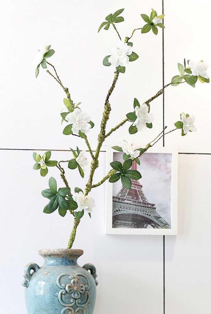 Sem medo de ser feliz: corte o galho da azaleia e simplesmente o coloque dentro de um vaso com água