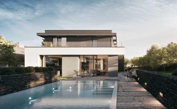 Casa de alvenaria com piscina; para deixar a casa ainda mais charmosa um muro baixinho de pedra