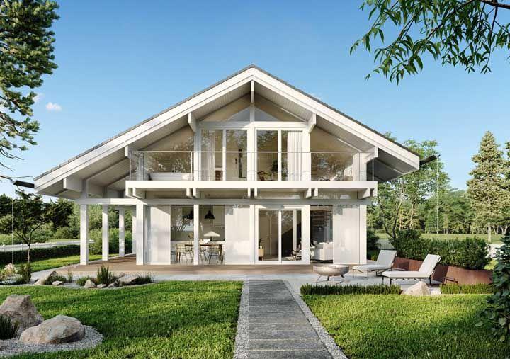 Casa branca, com grandes janelas em um lugar lindo; com planejamento o projeto pode sair do papel