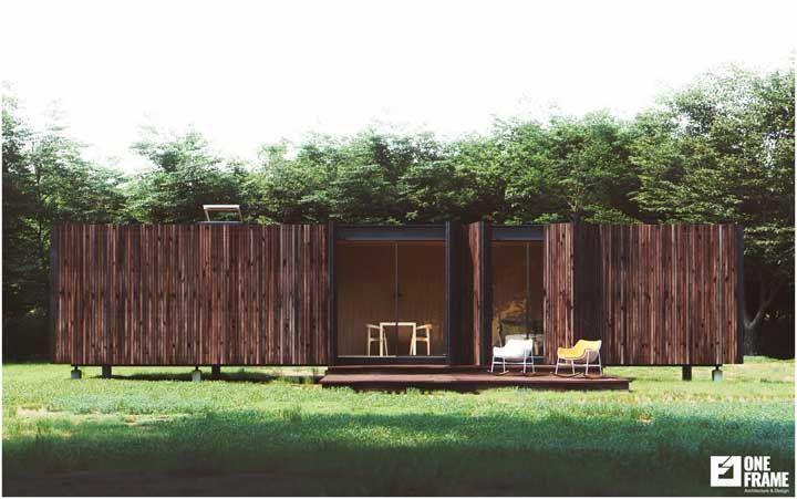 Nesse projeto, o container foi revestido com madeira para ficar mais rústico, combinando com o ambiente