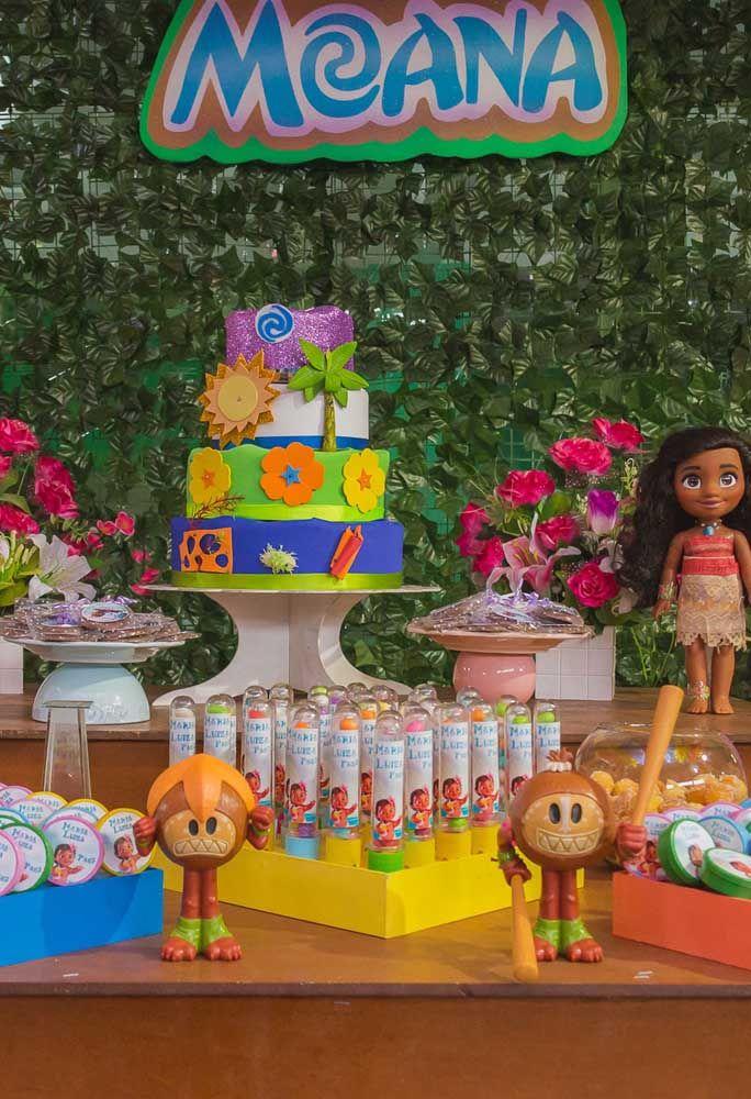 Faça um bolo fake com vários elementos do filme