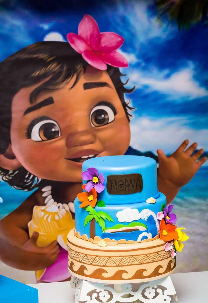Que tal um bolo fake com o tema Moana Baby?