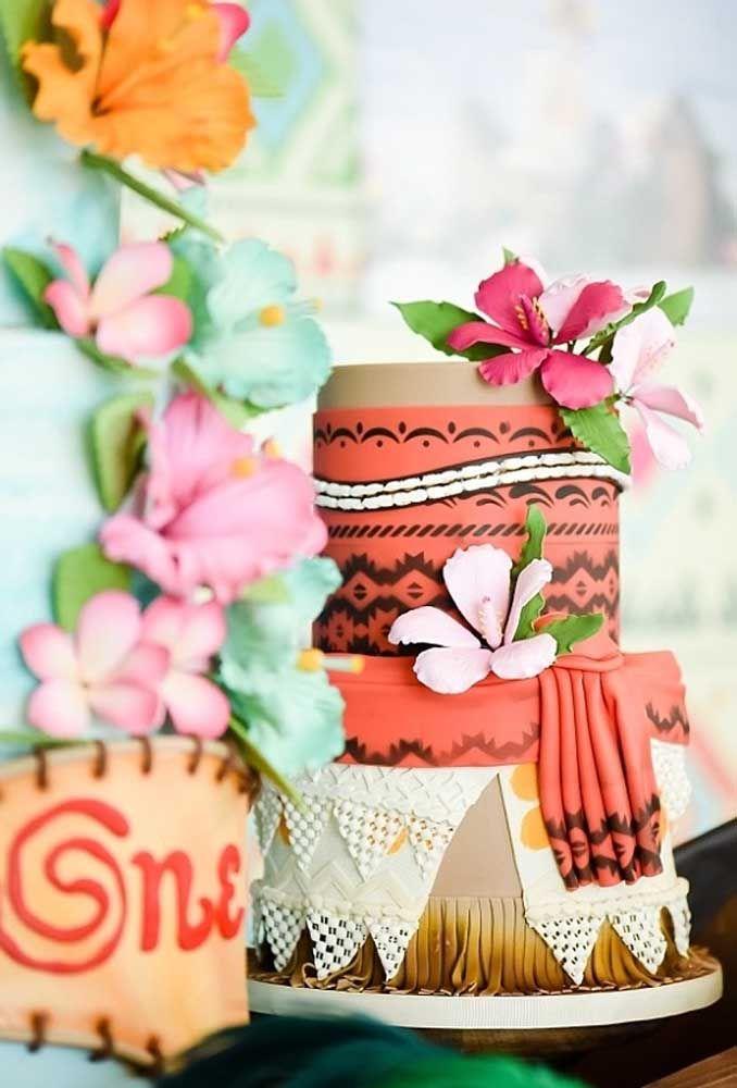 No bolo fake você pode usar massa americana com mais facilidade para chegar no melhor resultado