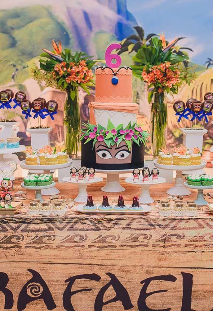 O bolo costuma ser a grande sensação da mesa principal da festa