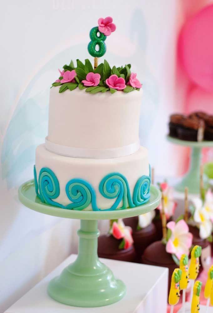O bolo fica todo branco e leva apenas pasta americana
