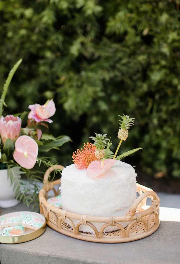 Que tal fazer um bolo mais simples e com um toque especial?