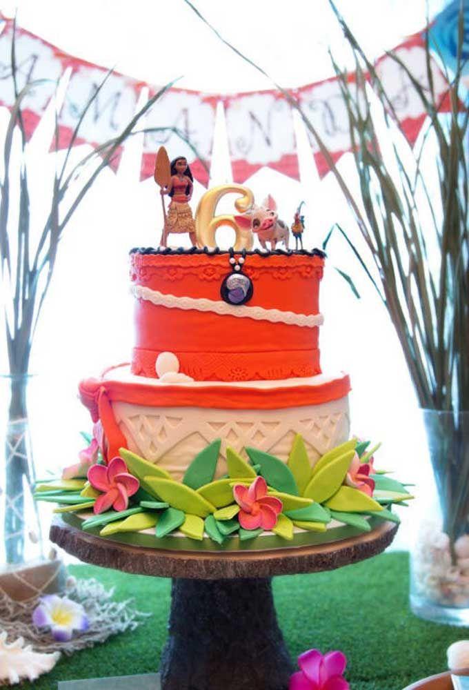 O que acha de usar a cor laranja no último andar do bolo?