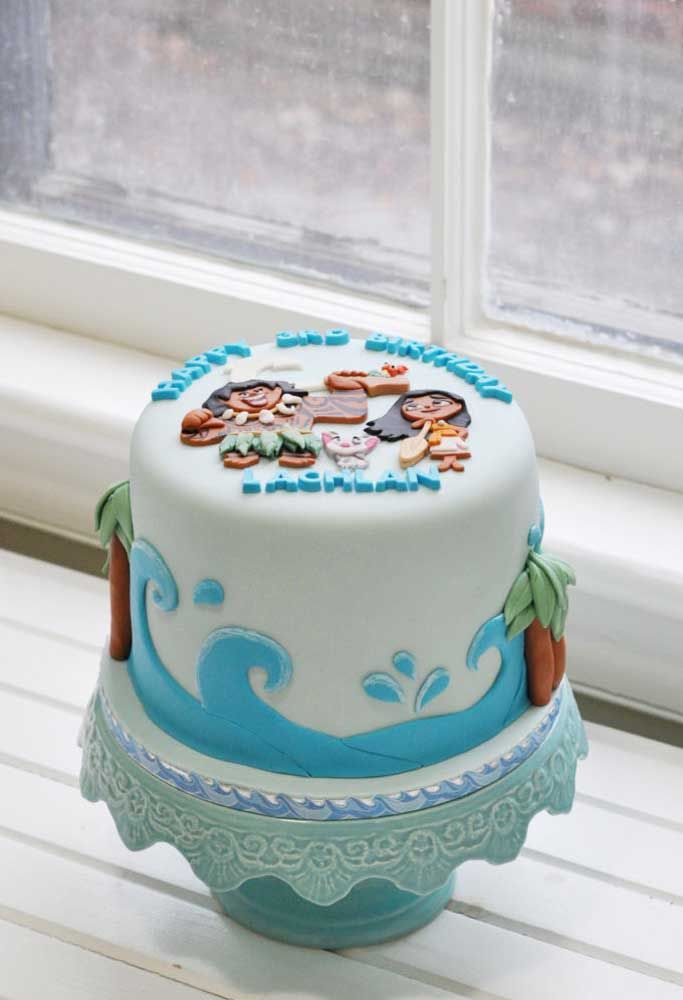 Se o bolo for apenas de um andar, basta decorar em cima com o tema da Moana
