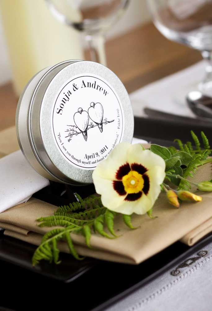 Caprichar nos detalhes é importante para preparar lembrancinhas especiais para os convidados.