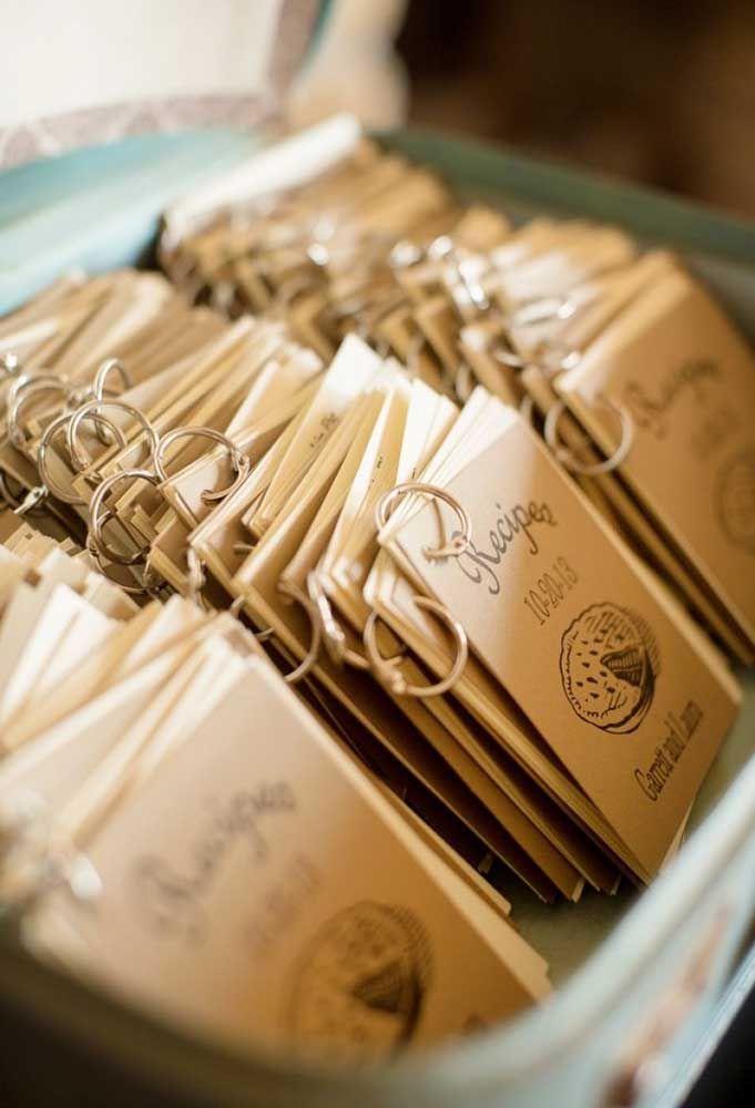 Use a criatividade para produzir as mais diferentes lembrancinhas de casamentos para os convidados.